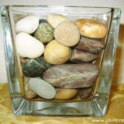 steine im glas 250x250 - Ein Alter Mann zeigte mir ein leeres Glas und